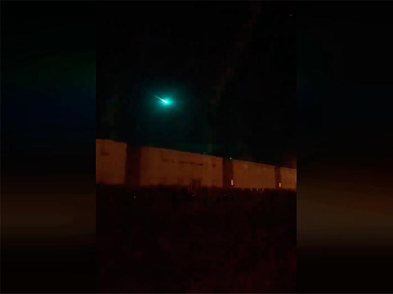 """Загадочный светящийся объект в небе над Австралией удивил жителей и ученых (ВИДЕО)"""" />"""