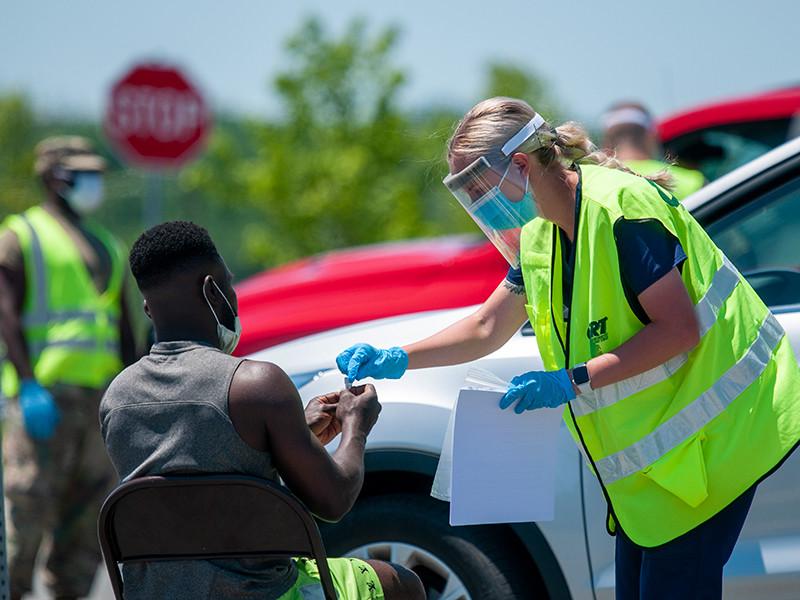 В США ухудшается ситуация с коронавирусом: побит рекорд прироста новых случаев с начала пандемии - плюс 52 тысячи за сутки