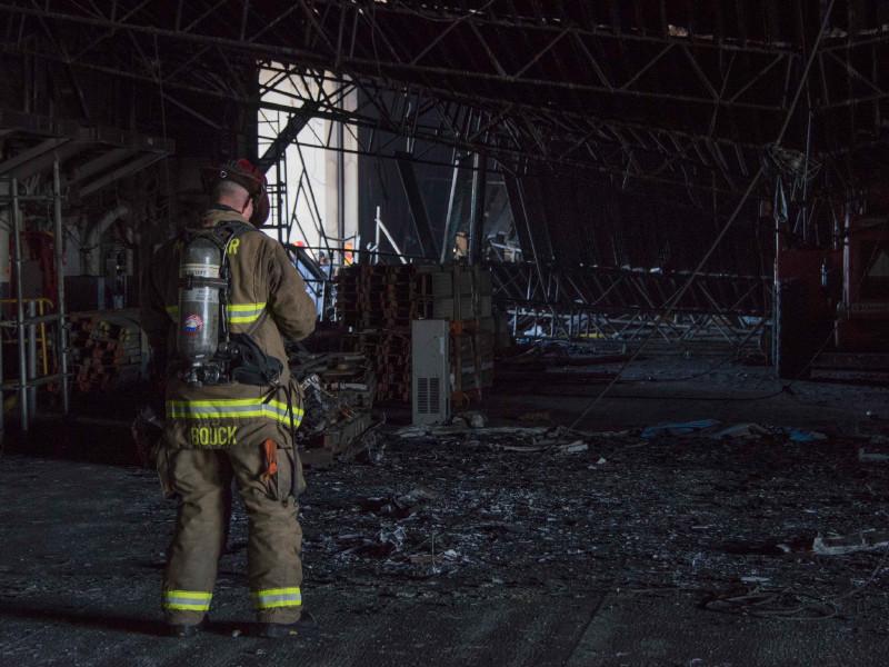 """Пожар на десантном корабле в США потушен после четырех дней борьбы с огнем"""" />"""