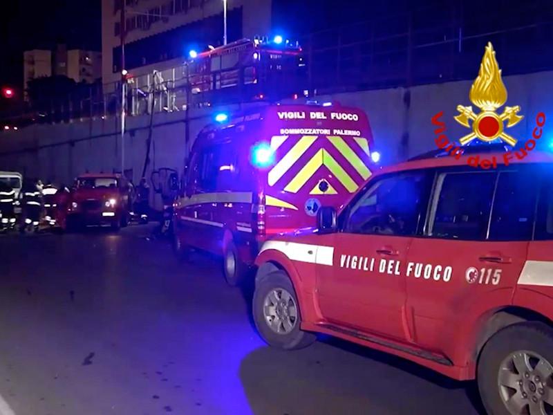 """На Палермо обрушился сильнейший с конца 18 века ливень, затопивший десятки машин в тоннеле (ВИДЕО)"""" />"""