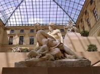 В Париже снова открыли для посетителей Лувр