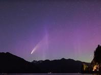 В Канаде и США одновременно наблюдали комету и полярное сияние