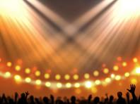"""Ученые готовятся обеспечить всех участников концерта специальными """"устройствами для отслеживания контактов"""", которые будут висеть на шее у зрителей и каждые 5 секунд передавать сигнал об их движениях и о том, насколько близко они находятся от других людей"""