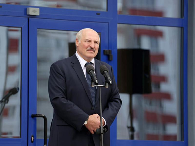 Президент Белоруссии Александр Лукашенко призвал соотечественников не верить обещаниям своих оппонентов о проведении быстрых реформ и улучшении качества жизни
