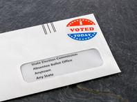 Примерно в половине штатов США зарегистрированный избиратель имеет право проголосовать по почте, если сам попросит прислать ему бюллетень