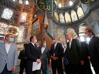 Администрация турецкого лидера опубликовала фотографии этого визита. Внутри собора проходят подготовительные работы