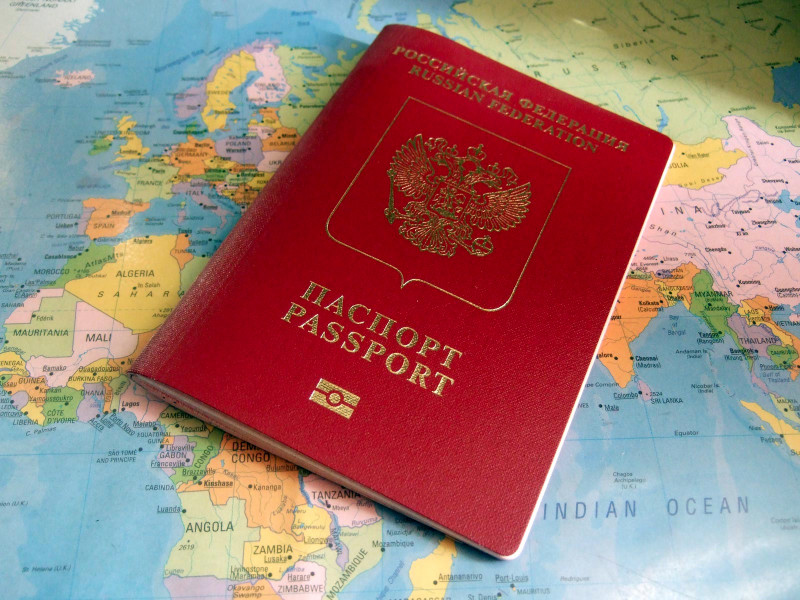 """Россиянам оказалось проще получить иностранный """"золотой паспорт"""", чем ждать открытия границ и разрешения на въезд"""" />"""