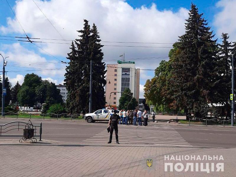 МВД Украины установило личность вооруженного мужчины, захватившего в городе Луцке Волынской области автобус с пассажирами