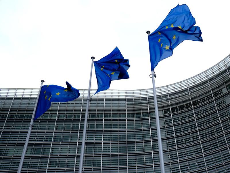 Чрезвычайный саммит Евросоюза, который должен создать антикризисный фонд для восстановления экономики стран после пандемии коронавируса, длится уже четыре дня из-за сохраняющихся разногласий по вопросу пакета помощи
