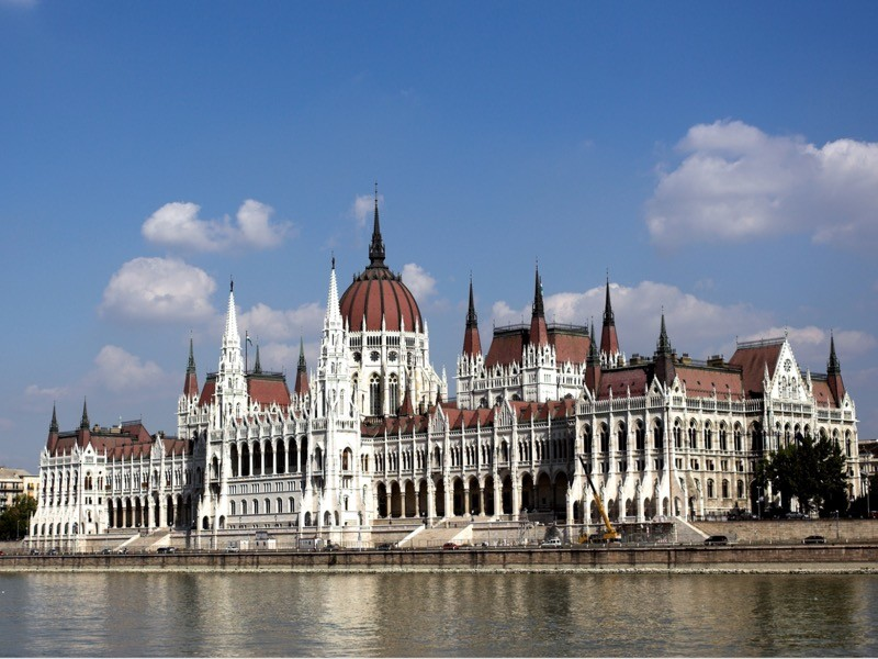 Венгрия исправилась: ее неправильно поняли, границы для российских туристов остаются закрытыми