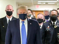 Президент США Дональд Трамп при посещении Национального военно-медицинского центра в пригороде Вашингтона впервые после начала пандемии коронавируса надел защитную медицинскую маску