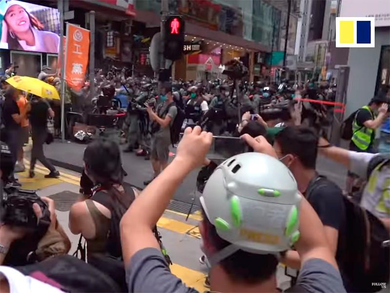 """В Гонконге задержаны более 370 участников антиправительственных акций"""" />"""