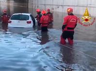 На Палермо обрушился сильнейший с конца 18 века ливень, затопивший десятки машин в тоннеле (ВИДЕО)