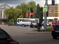 В украинском Луцке вооруженный человек захватил заложников в автобусе (ФОТО, ВИДЕО)