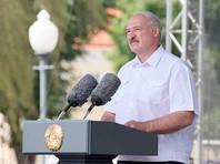 """""""Если кто-то не хочет работать - не заставляйте. Не надо, мы их все равно не заставим и не уговорим. Страна переживет. Но если предприятие не работает с понедельника - замок на ворота, остановим, люди остынут, разберемся, кого потом пригласить на это предприятие"""", - заявил Лукашенко на митинге в свою поддержку"""