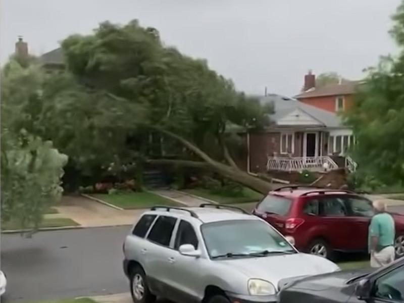 """Тропический шторм """"Исайяс"""" в США: 6 погибших, десятки раненых, более 3 млн домов без света (ВИДЕО)"""