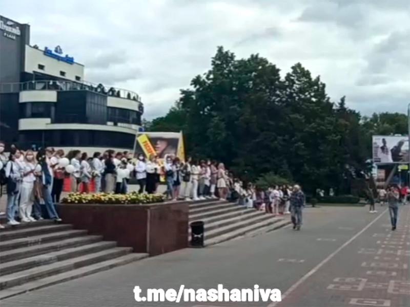 Жители городов Белоруссии выстраиваются в цепочки солидарности