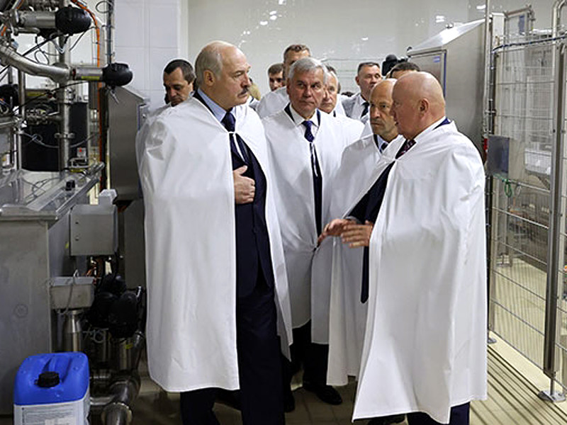 """Лукашенко потребовал от бизнеса """"преданности государству"""" и заклеймил """"подлых частников"""""""" />"""