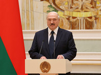 """Лукашенко наградил силовиков за """"безупречную службу"""" на фоне насильственного разгона протестов и пыток в изоляторах"""