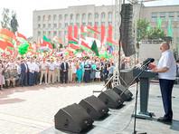 Президент Белоруссии Александр Лукашенко поручил МВД и КГБ по Гродненской области за субботу и воскресенье обеспечить порядок на улицах Гродно и других городов региона, а также закрыть с понедельника предприятия, сотрудники которых вышли на забастовку
