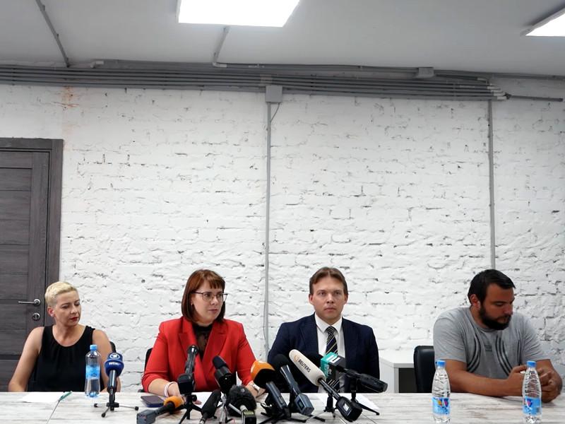 Координационный совет белорусской оппозиции на первой пресс-конференции ранее объявил целью своей работы проведение новых выборов президента и мирную передачу власти