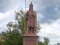 Памятник Карлу Великому на Старом мосту во Франкфурте-на-Майне, октябрь 2016 года