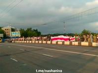 """Митингующие выстроились в """"цепи солидарности и покаяния"""" на улицах Минска"""