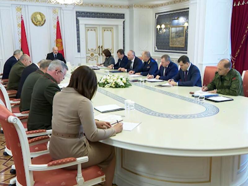 """Лукашенко заявил, что ядро протестующих составили люди с криминальным прошлым и безработные"""" />"""