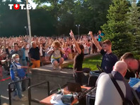 """В Минске суд дал звукооператорам, поставившим песню Цоя """"Перемен!""""  на городском празднике, по 10 суток ареста"""
