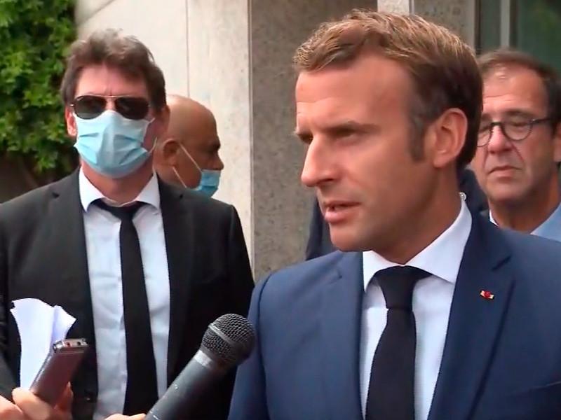 Президент Франции Эмманюэль Макрон первым из иностранных лидеров прилетел в Бейрут после мощного взрыва