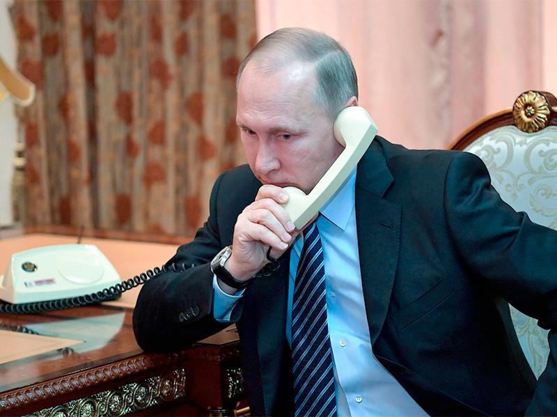 """Лукашенко назвал протесты в стране угрозой """"не только Беларуси"""" и позвонил Путину"""" />"""