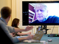 Борис Джонсон на самоизоляции удаленно общается с членами правительства, 28 марта  2020 года