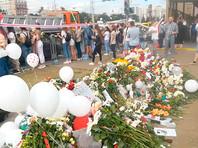 Место гибели Тарайковского превратилось в стихийный мемориал. 15 августа, в день похорон погибшего, там собрались сотни людей. Белорусы несут цветы, красные и белые шары и мягкие игрушки