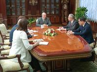 Ранее в субботу на совещании в Минске Лукашенко заявил о необходимости связаться с Путиным в связи с протестами в Белоруссии
