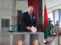 Александр Лукашенко на избирательном участке, 9 августа 2020 года