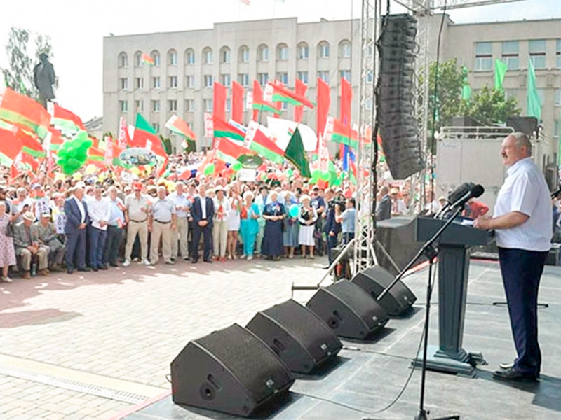 Лукашенко потребовал закрыть с понедельника заводы, где бастуют рабочие