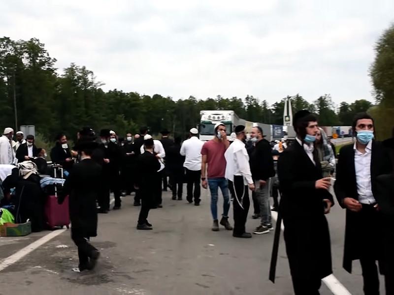На белорусско-украинской границе застряли сотни хасидов, приехавших на празднование еврейского Нового года