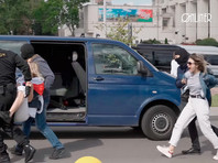 """Военные и бронетехника снова стянуты в центр Минска. Начались массовые задержания участников """"Марша Независимости"""""""
