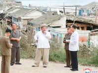 Ким Чен Ын посетил пострадавшие от тайфуна провинции Южный и Северный Хамген