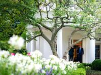 Детали обнародованной The New York Times налоговой документации осложняют для президента использование образа проницательного и патриотичного бизнесмена, раскрывая вместо этого ряд финансовых потерь и доходов из-за границы, которые могут вступить в противоречие с его обязанностями