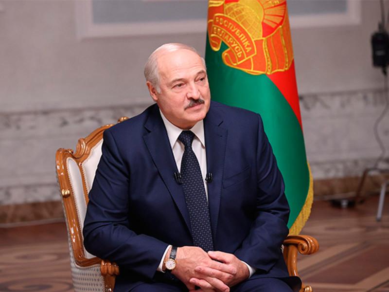 """Накануне Александр Лукашенко заявил, что, вероятно, """"пересидел"""" на должности президента, однако только он может сейчас """"защитить белорусов"""""""