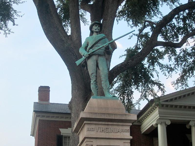 В американском Шарлотсвилле власти  демонтировали памятник конфедератам