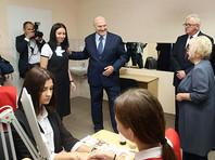 Президент Белоруссии Александр Лукашенко 1 сентября посетил Барановичский государственный профессионально-технический колледж сферы обслуживания
