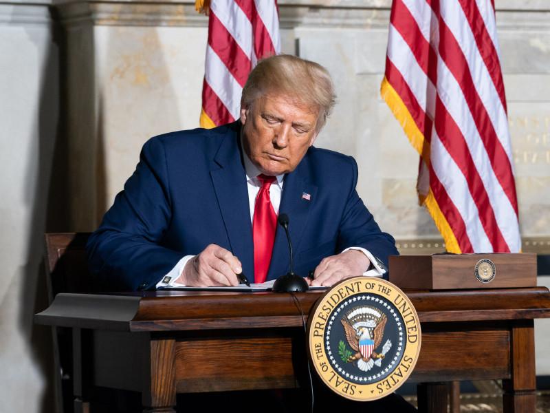 Трамп намерен к концу недели выбрать одну из пяти кандидаток в члены Верховного суда вместо скончавшейся Гинзбург