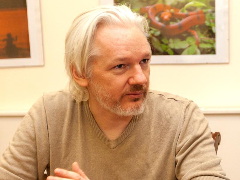 Британский суд не примет решение по делу об экстрадиции Ассанжа в США ранее 2021 года