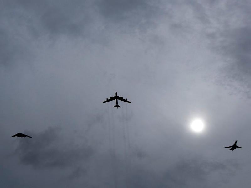 """Бомбардировщики США совершили массовые полеты в Восточной Европе после пролета двух российских """"Белых лебедей"""" у берегов Аляски"""