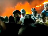 """Греческие власти в понедельник обвинили мигрантов в сознательном поджоге лагеря """"Мория"""" на острове Лесбос. Пожар случился там на прошлой неделе. Лагерь находился на карантине после обнаружения COVID-19 минимум у 36 мигрантов"""
