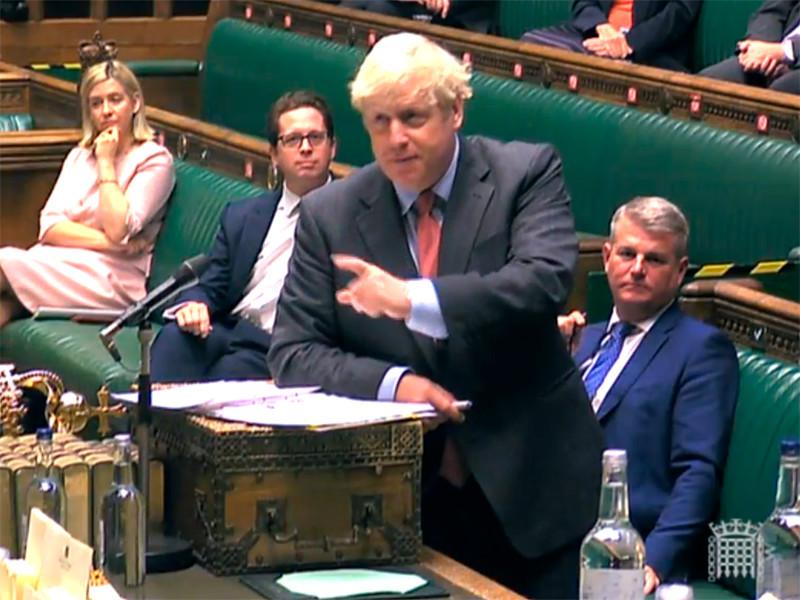 Премьер-министр Великобритании Борис Джонсон объявил в парламенте во вторник, 22 сентября, что правительство страны вводит в Англии новые ограничения из-за роста заболеваемости Covid-19, которые могут действовать еще полгода