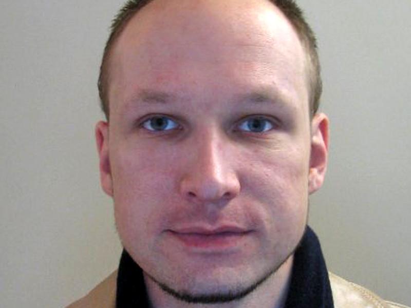 Норвежский террорист с националистическими взглядами Андерс Брейвик, отбывающий наказание за убийство десятков людей в июле 2011 года, подал прошение об условно-досрочном освобождении