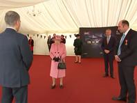 Королева Великобритании Елизавета II провела публичное мероприятие: она приехала в Солсбери, посетила военную лабораторию Портон-Даун и встретилась с военными экспертами